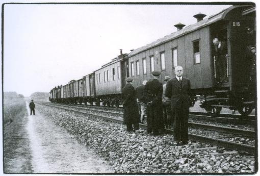 S. Kolupaila. Pirmasis traukinys iš Kauno pakeliui į Vilnių. 1939 10 28